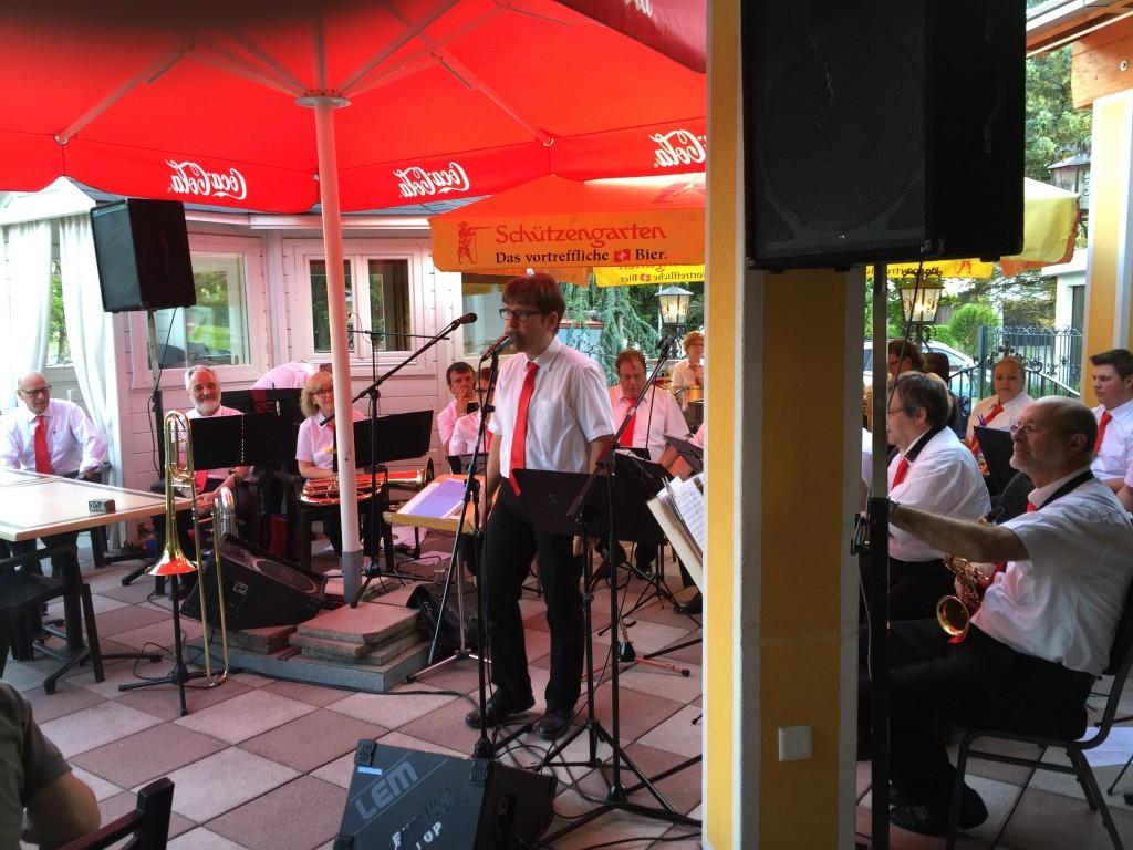 André, unser Conféncier, Sänger und Solotrompeter